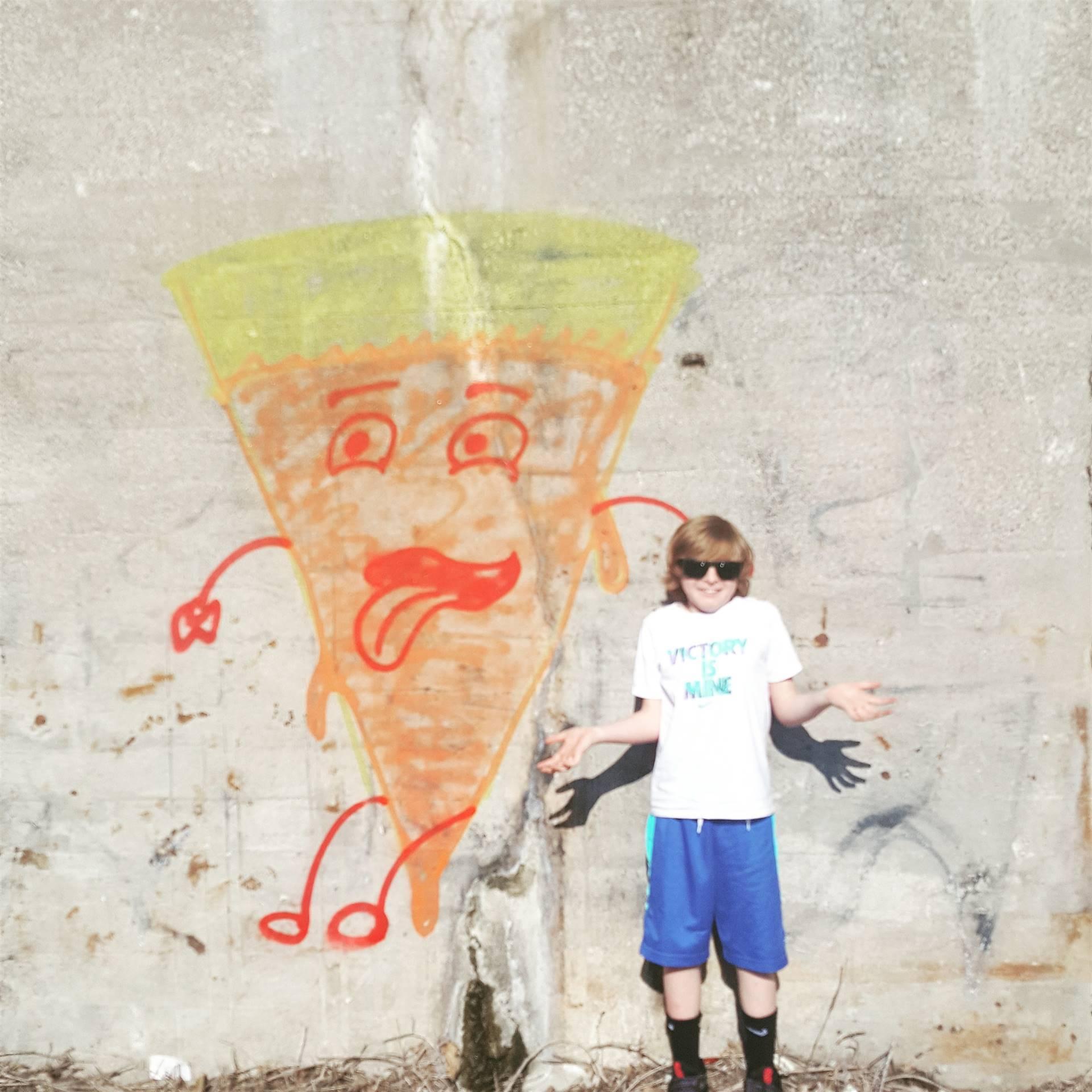 Max B Instagramming Street Art @maxbraschwitz